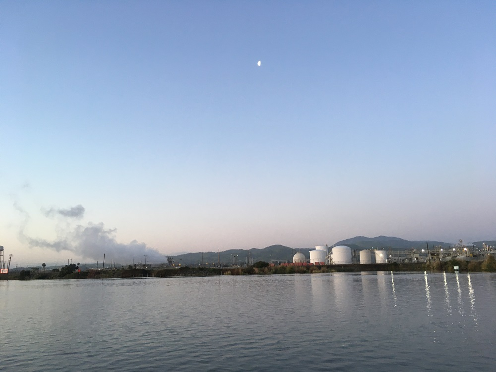 Name:  industrial landscape along San Joaquin - Copy.JPG Views: 389 Size:  140.7 KB
