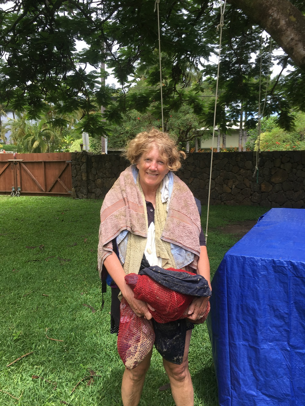 Name:  bag lady of Hanalei Bay.JPG Views: 273 Size:  718.4 KB